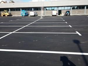 Parkplatzmarkierung mit thermoplastischem Material für Aldi Markt Stadtoldendorf
